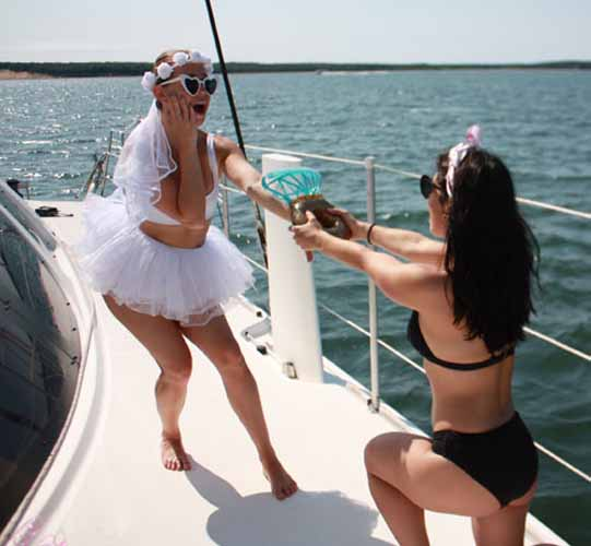 bachelorette-fun-weekend-valkyrie-sailing-party-Sunset-Beach-Southampton